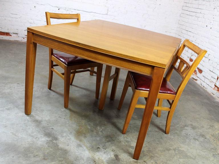 Vintage Mid-Century Modern Mahogany Dining Table For Sale 6
