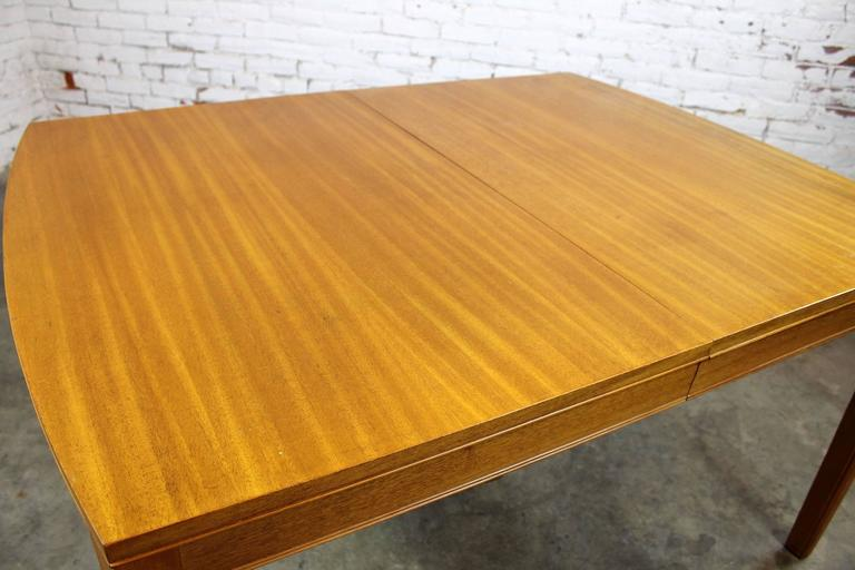 Vintage Mid-Century Modern Mahogany Dining Table For Sale 1