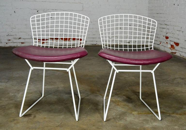 Vintage Mid-Century Modern Bertoia White Wire Side Chairs In Good Condition For Sale In Topeka, KS