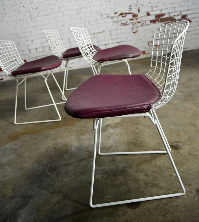Vintage Mid-Century Modern Bertoia White Wire Side Chairs For Sale 2