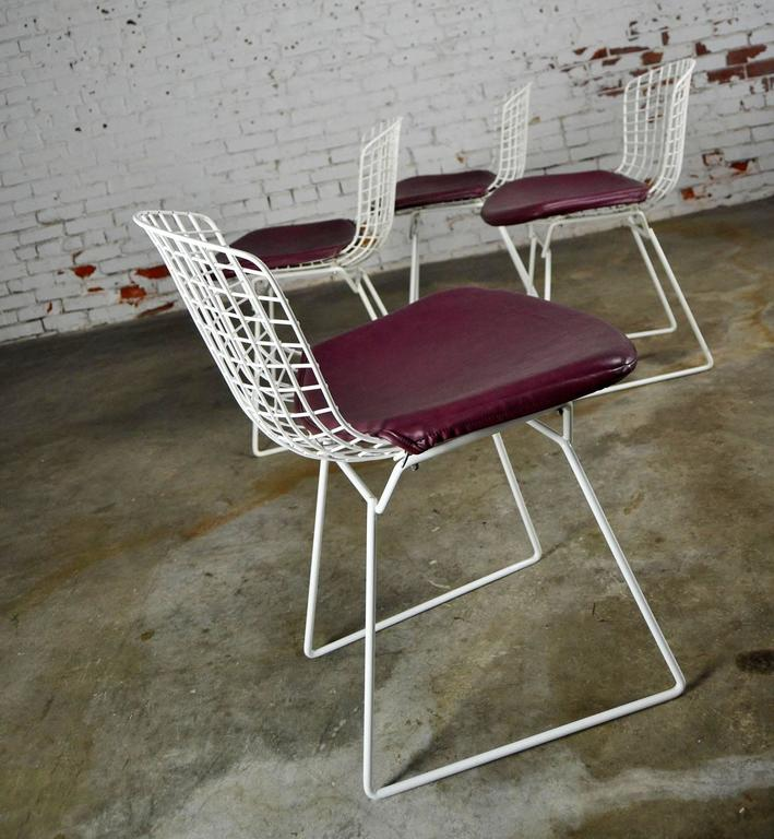 Vintage Mid-Century Modern Bertoia White Wire Side Chairs For Sale 3