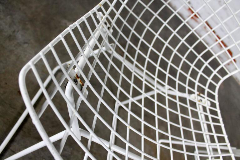 Vintage Mid-Century Modern Bertoia White Wire Side Chairs For Sale 1