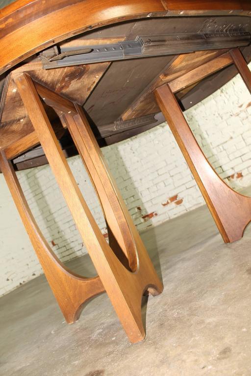 Mid-Century Modern Broyhill Brasilia 6140-1645 Round Pedestal Base Dining Table 1