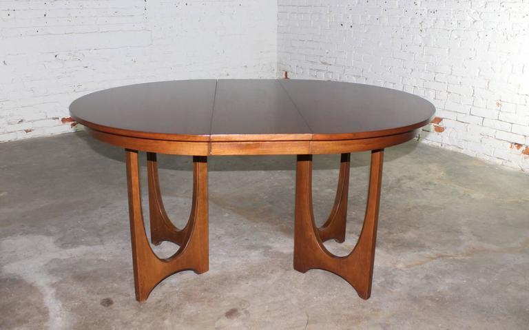 Mid-Century Modern Broyhill Brasilia 6140-1645 Round Pedestal Base Dining Table 3