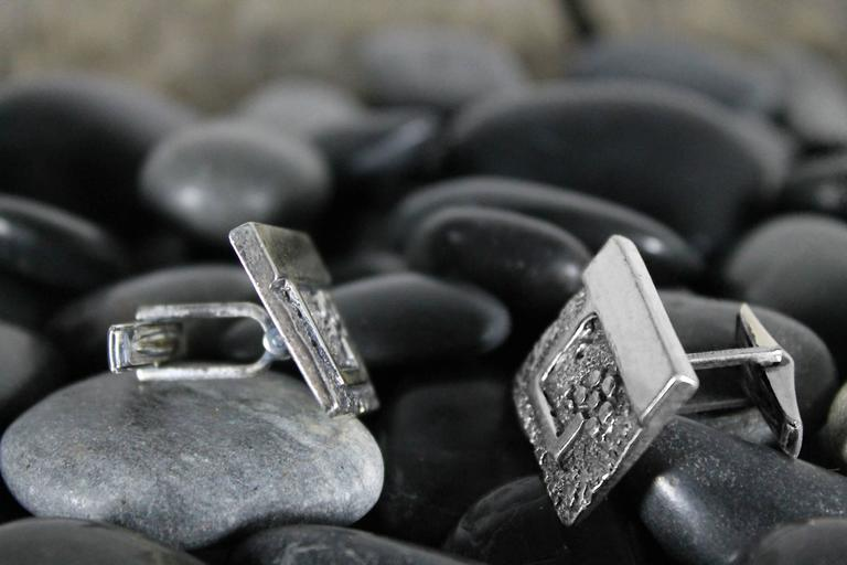 Vintage Guy Gilles Vidal Brutalist Cufflinks in Silver Plated Pewter In Good Condition For Sale In Topeka, KS