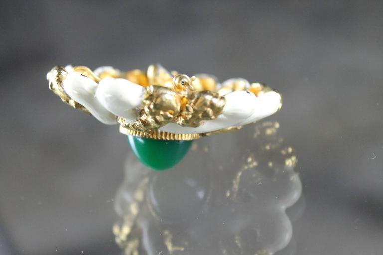 Vintage KJL Kenneth J. Lane Brooch in Gold-Tone and White Enamel In Good Condition For Sale In Topeka, KS