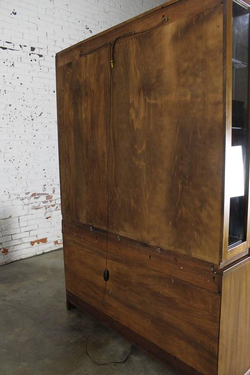 Davis Cabinet Lighted Display Cabinet China Hutch Vintage Mid-Century Modern For Sale 2