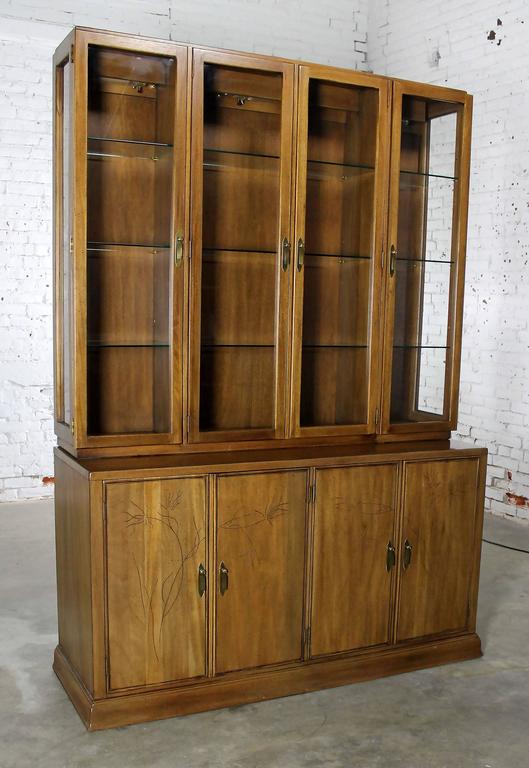Davis Cabinet Lighted Display Cabinet China Hutch Vintage Mid-Century Modern For Sale 4