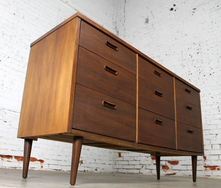 Mid-Century Walnut Danish Modern Style Nine-Drawer Dresser 6