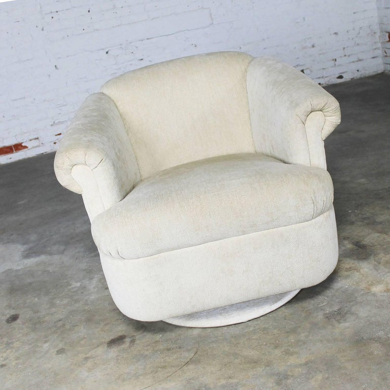 Handsome vintage barrel shaped swivel chair in off-white chenille like fabric with rolled arms, tight back and tight attached seat cushion. In fabulous condition, circa 1980s-1990s.  This incredible vintage swivel chair has no pedigree or