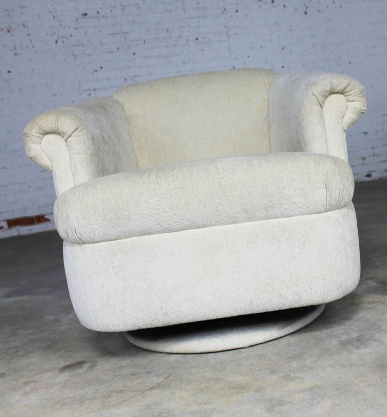 Barrel Shaped off White Vintage Swivel Club Chair with Rolled Arms For Sale 2