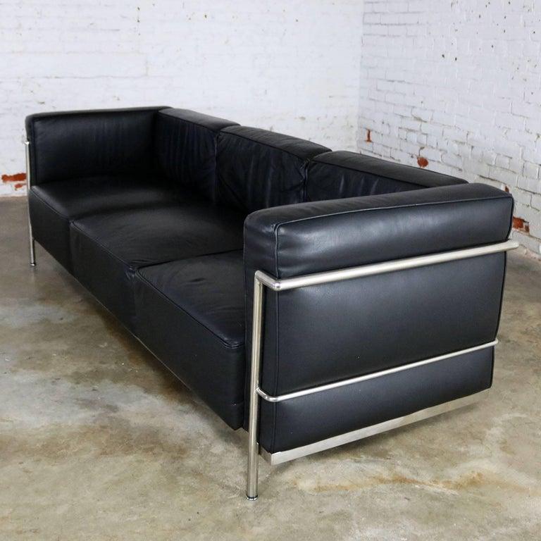le corbusier lc3 grand comfort style black leather three. Black Bedroom Furniture Sets. Home Design Ideas