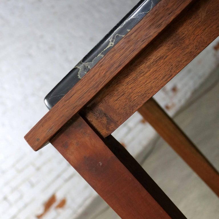 Mid-Century Modern Walnut and Black Marble Square End or Side Table In Good Condition For Sale In Topeka, KS