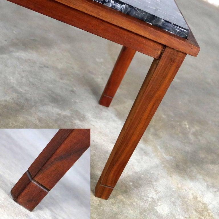 20th Century Mid-Century Modern Walnut and Black Marble Square End or Side Table For Sale