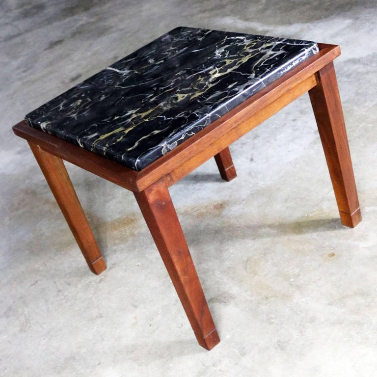 Handsome square walnut frame Mid-Century Modern end table or side table with gorgeous black marble insert top. This table is in fabulous vintage condition. circa 1960s-1970s.