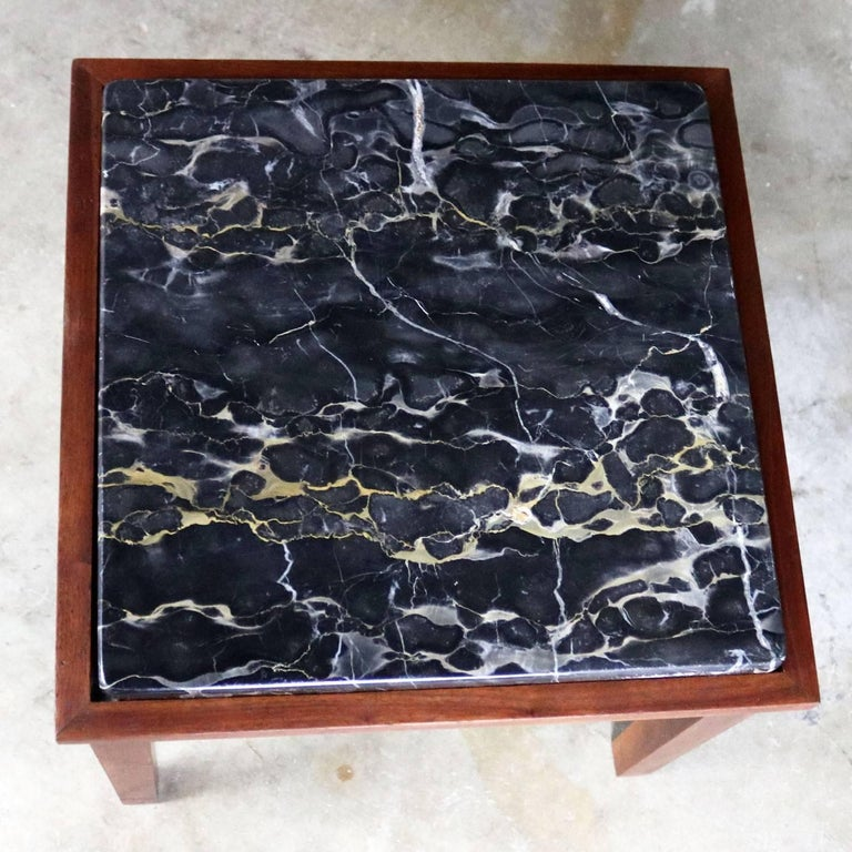 Mid-Century Modern Walnut and Black Marble Square End or Side Table For Sale 4