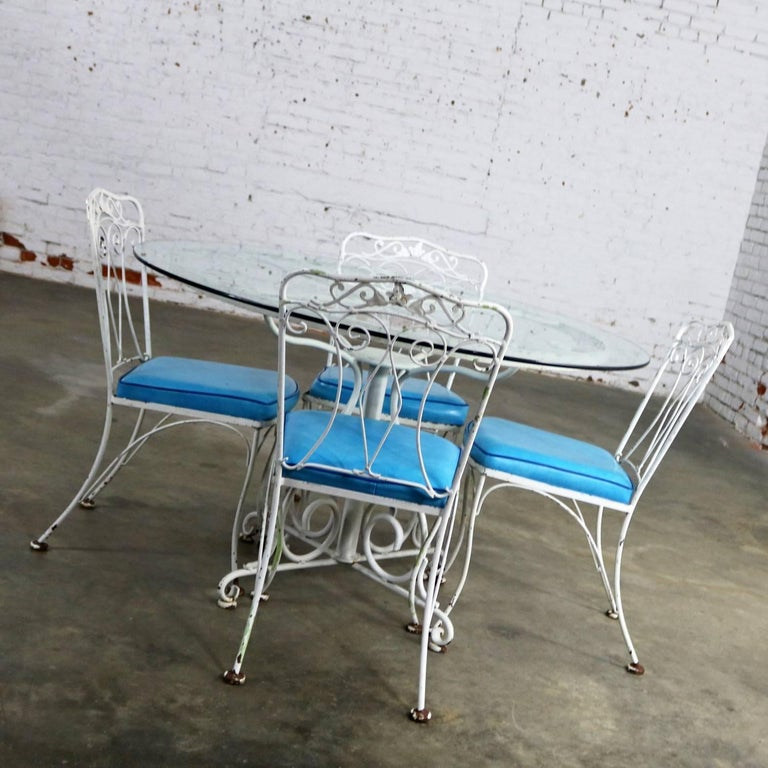 American Salterini Style Wrought Iron Patio Set Round Table Four Chairs Turquoise Seats For Sale