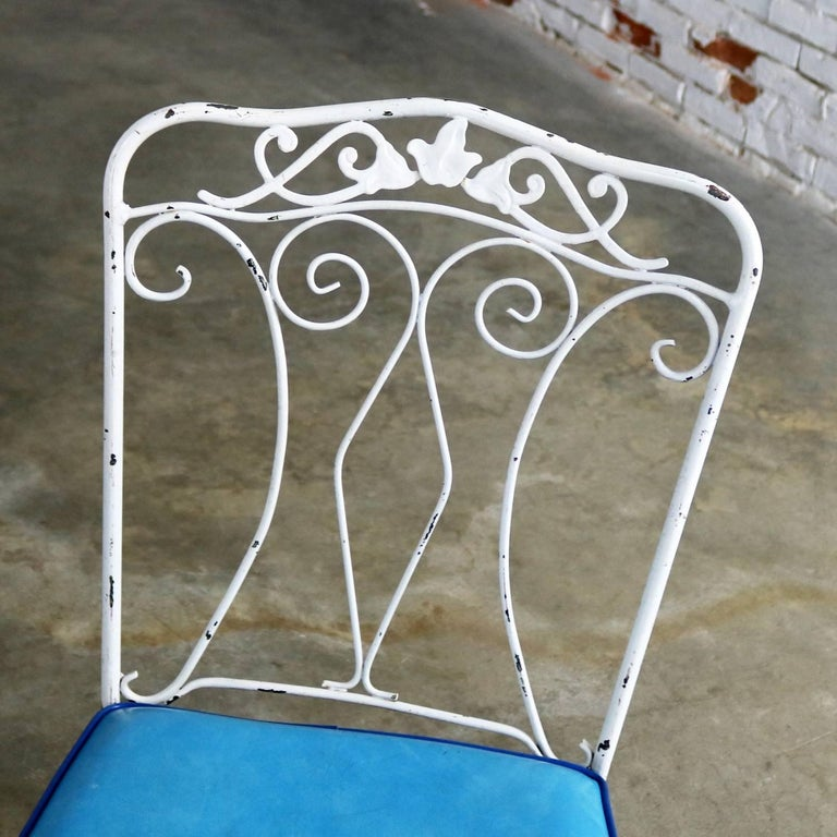 Salterini Style Wrought Iron Patio Set Round Table Four Chairs Turquoise Seats For Sale 2