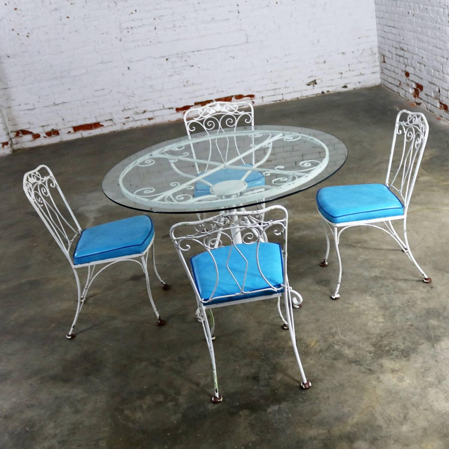 Hollywood Regency Salterini Style Wrought Iron Patio Set Round Table Four  Chairs Turquoise Seats For Sale