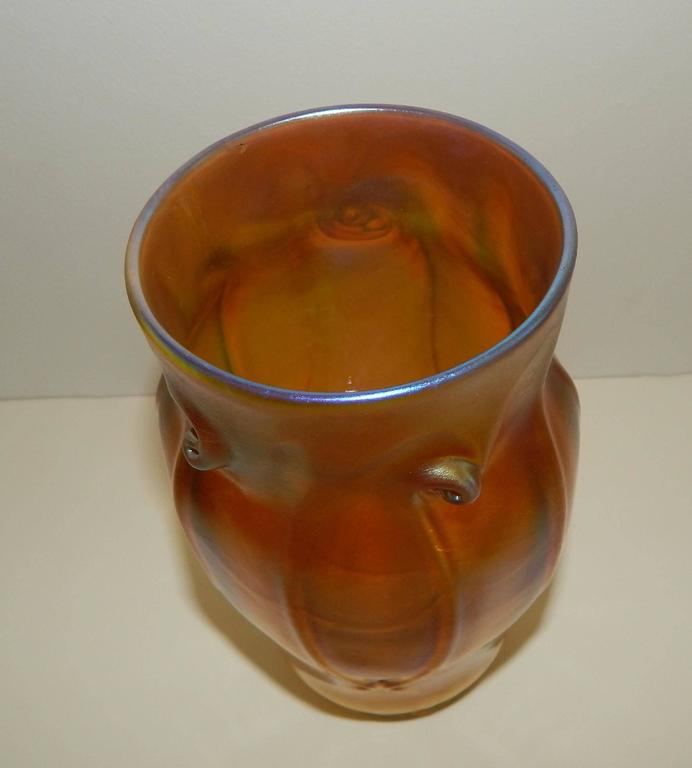 Tiffany Glass Iridized Tiffany Favrile Vase with Pigtail Prunts In Excellent Condition In Phoenix, AZ