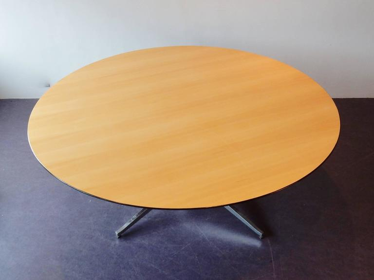 Plus size round dining or conference table by Florence Knoll for Knoll. The table, with a Ø of 200cm, has a beech veneered top with black lacquered bevelled edge. The table is in a very good and solid condition with signs of age and use. The top
