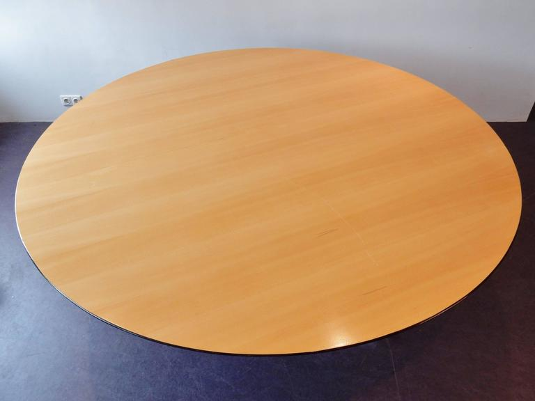 Round Dining or Conference Table by Florence Knoll for Knoll In Good Condition For Sale In Steenwijk, NL