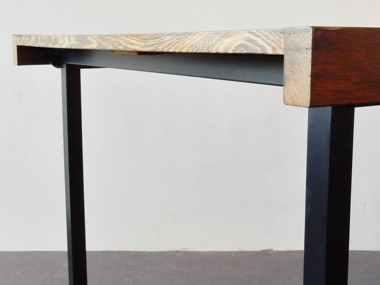 Rare model table in Wengé wood. A design by Martin Visser for 't Spectrum. This model is called 'Weert' and was produced between 1959 and 1966. The top is out of Wengé wood and can be extended with an extra top piece that is stored underneath the