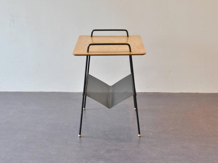 Model 'TM04' Side Table with Magazine Rack by Cees Braakman for Pastoe, 1950s In Excellent Condition For Sale In Steenwijk, NL