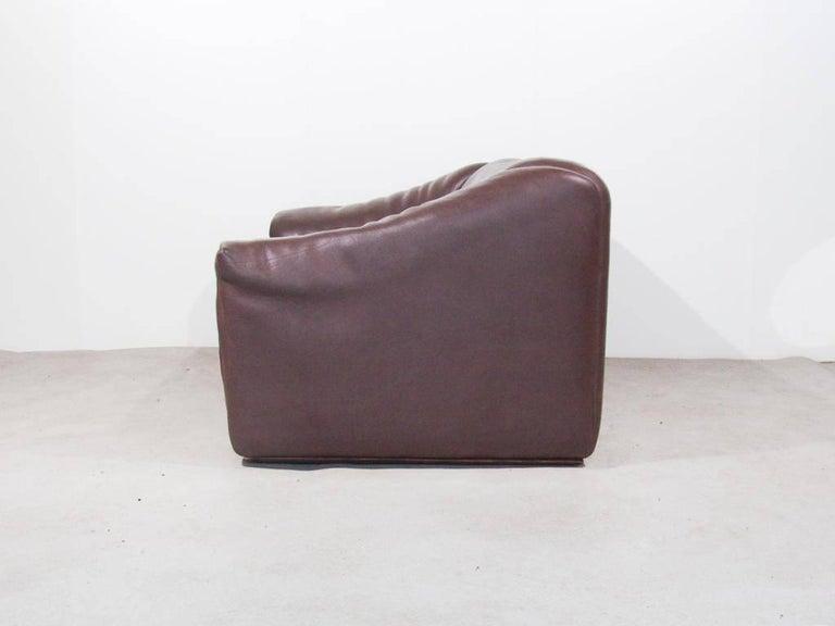 De Sede DS47 Two-Seat Sofa in Dark Brown Buffalo Leather, Switzerland, 1970s 4