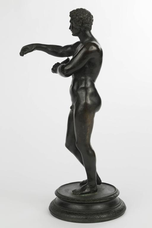 Italian Grand Tour Bronze Figure of an Athlete In Good Condition For Sale In New York, NY