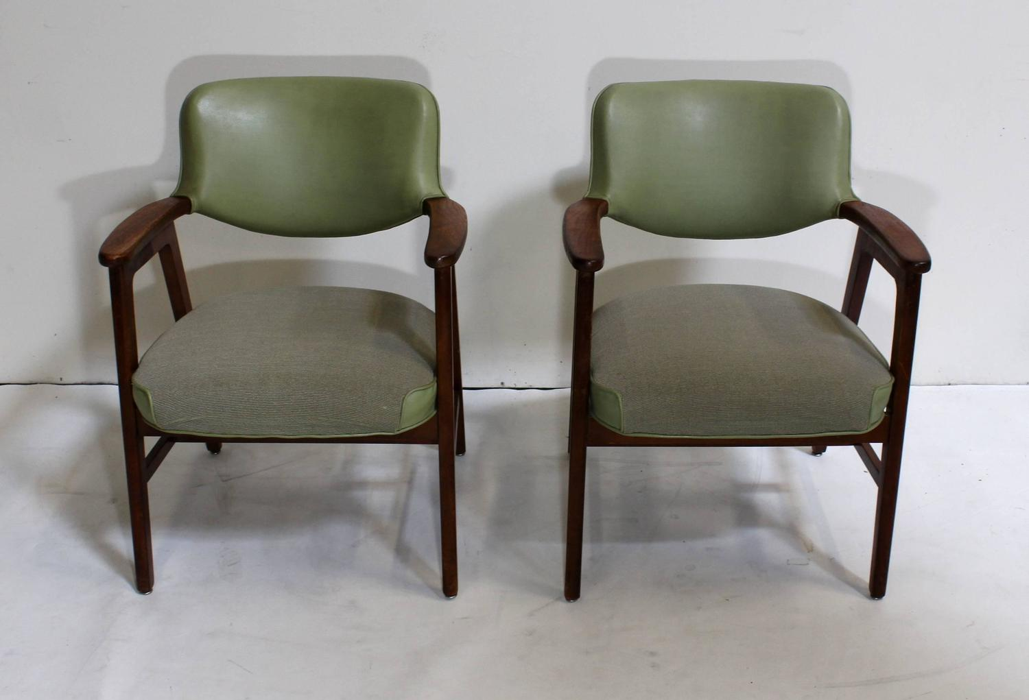 Pair of Mid Century Modern Green Club Lounge Chairs at 1stdibs