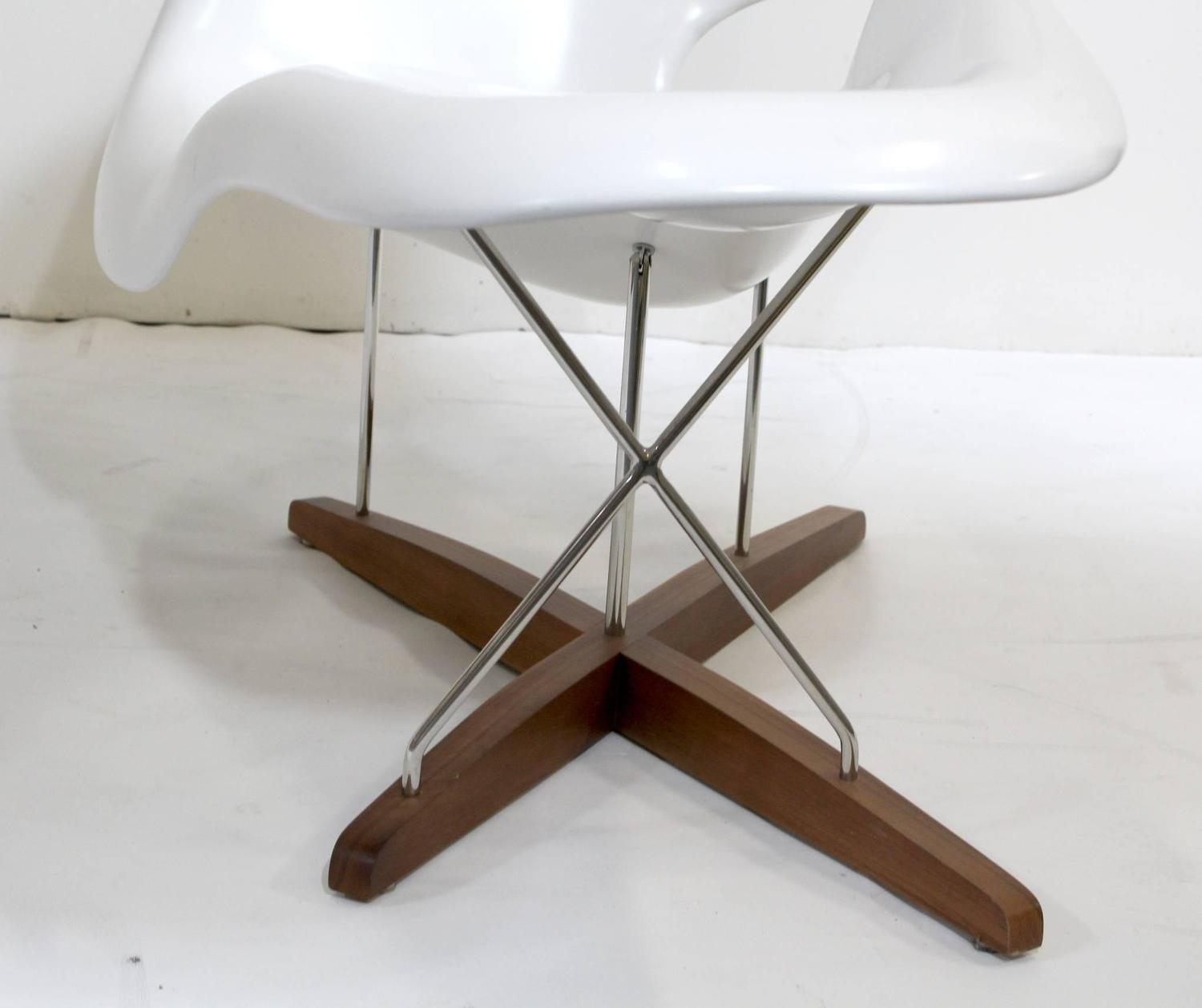 eames vitra white la chaise chair at 1stdibs. Black Bedroom Furniture Sets. Home Design Ideas