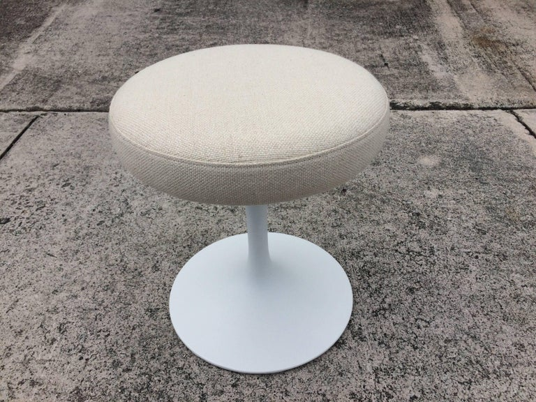 One beautiful original Knoll Eero Saarinen stool. Stool swivels.