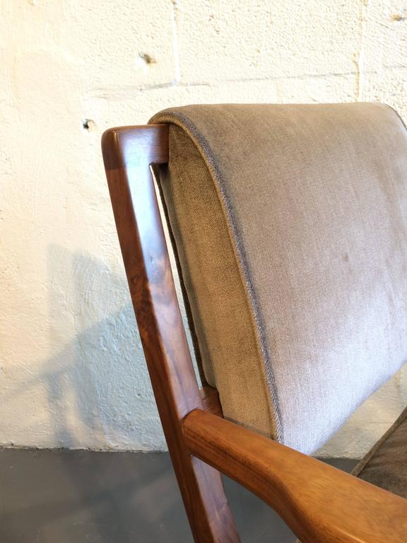 Pair of Modern Walnut Armchairs, USA, 1950s For Sale 2