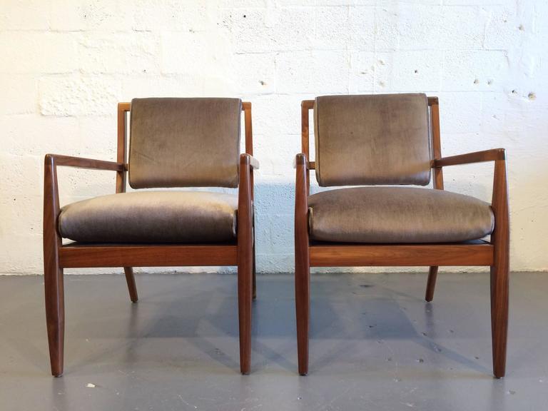 Mid-Century Modern Pair of Modern Walnut Armchairs, USA, 1950s For Sale