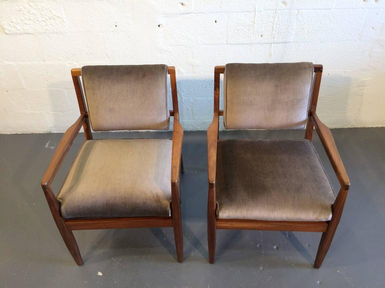 Pair of Modern Walnut Armchairs, USA, 1950s In Good Condition For Sale In Miami, FL