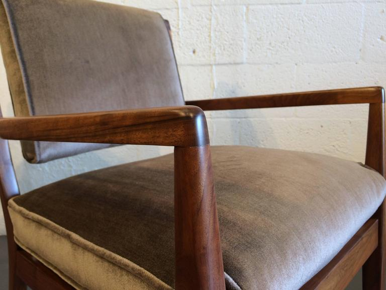 Pair of Modern Walnut Armchairs, USA, 1950s For Sale 1