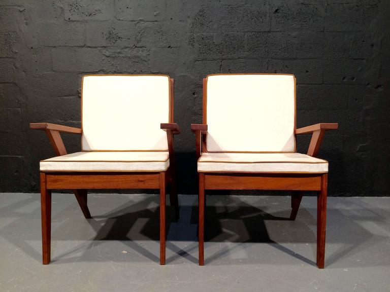 Pair of Great Armchairs, in the Style of Pierre Jeanneret, 1950s In Good Condition For Sale In Miami, FL