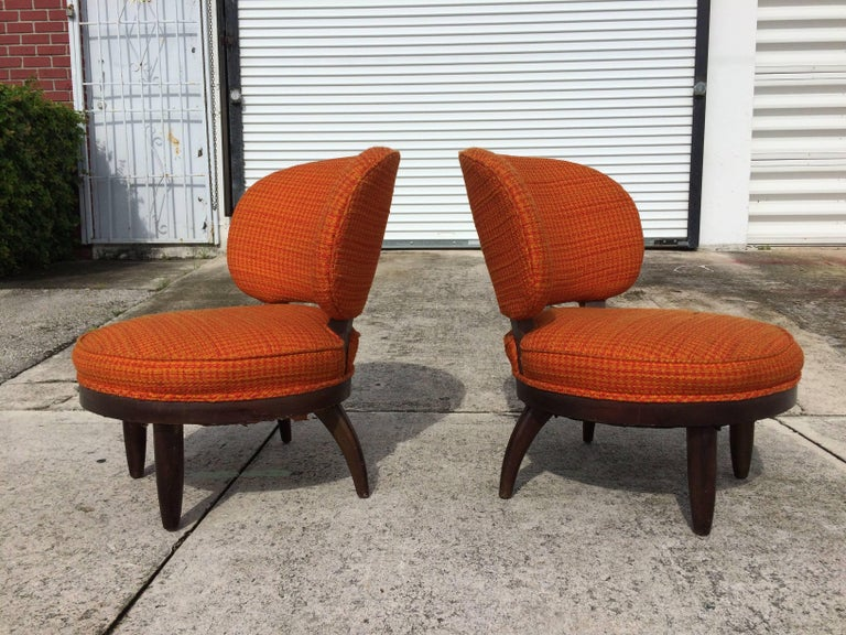 Fabric Pair of Mid-Century Modern Lounge Chairs For Sale