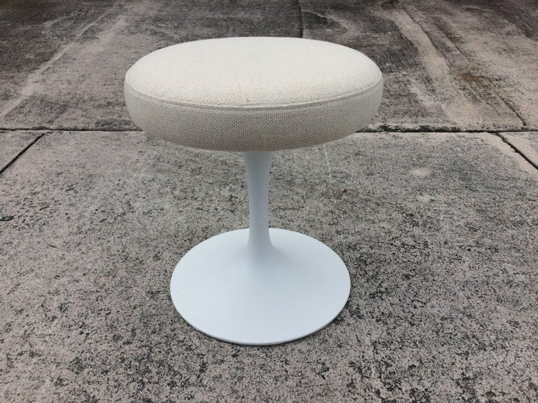 Eero Saarinen Tulip Swivel Stool for Knoll For Sale 1