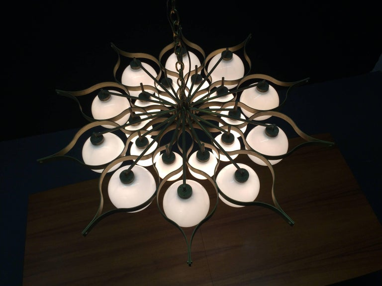 Beautiful Chandelier in the Style of Gio Ponti For Sale 3