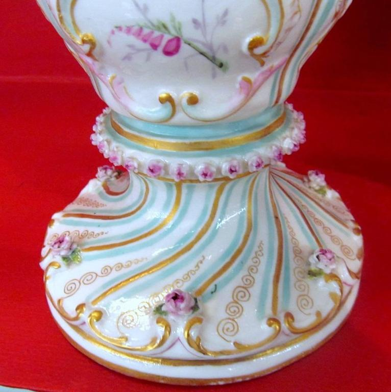 Pair of Antique Meissen Hand-Painted Porcelain Potpourri Urns or Vases For Sale 1