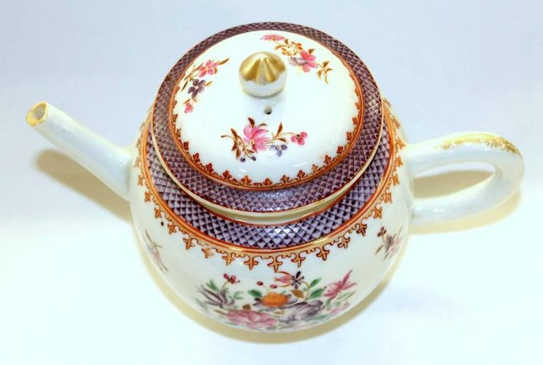 Antique Chinese Export Porcelain Famille Rose Decor Globular Teapot In Excellent Condition For Sale In Charleston, SC