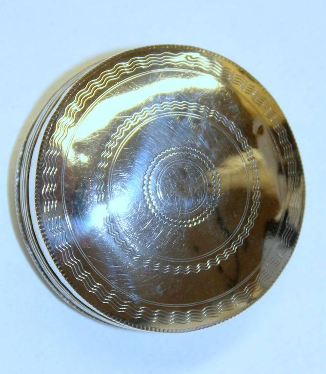 Antique Dutch Hand Engraved 833 Fine Silver Large Round Snuff Box In Excellent Condition For Sale In Charleston, SC
