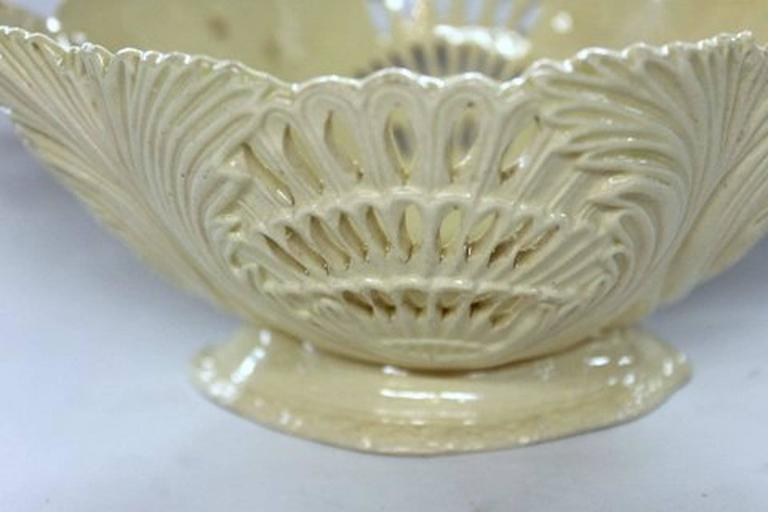 Antique English Late 18th Century Yorkshire or Staffordshire Basket In Excellent Condition For Sale In Charleston, SC