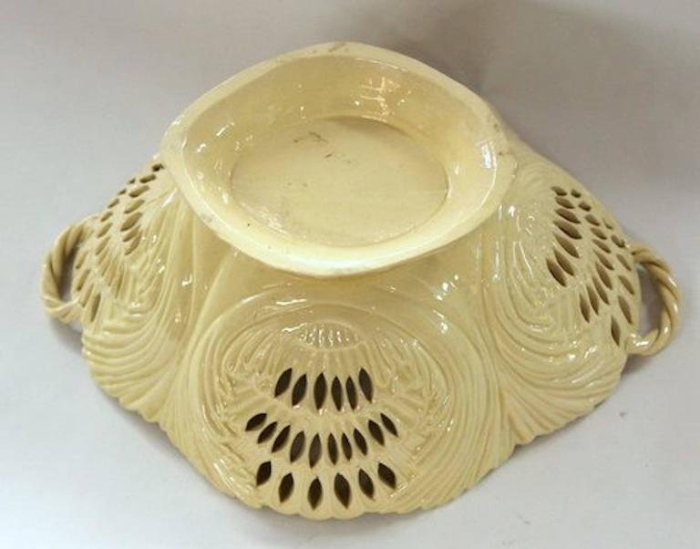 Antique English Late 18th Century Yorkshire or Staffordshire Basket For Sale 2
