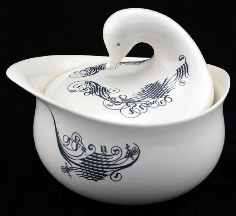 Mid-Century Modern Eva Zeisel Midcentury Bird Covered Serving Bowl for Schmid, NKT and Raymor For Sale