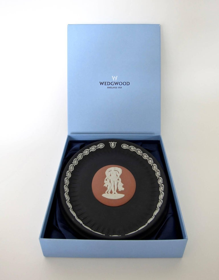 British Venus and Cupid Oval Tray Signed by Lord Wedgwood For Sale