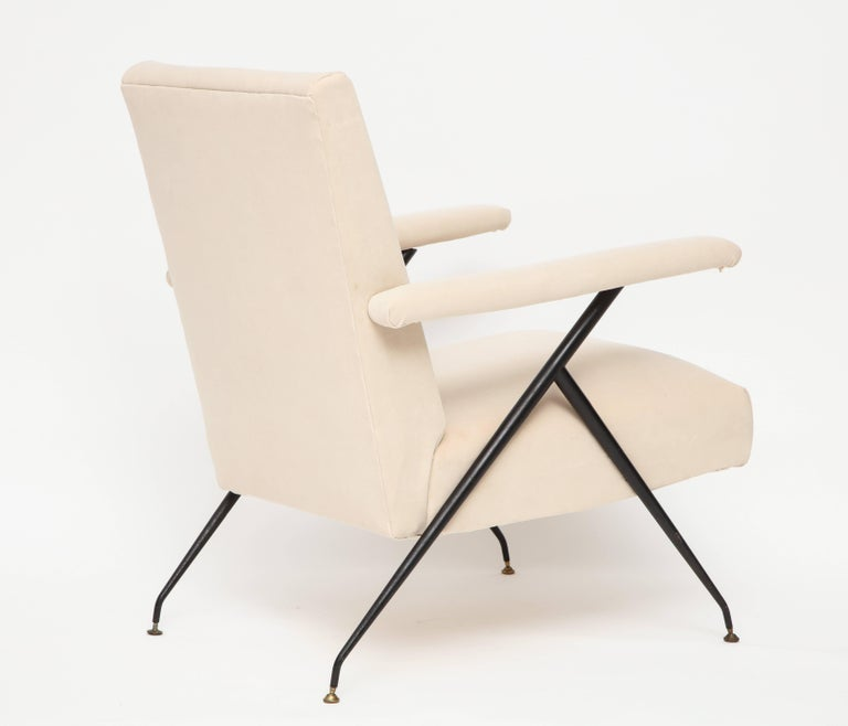 Enameled Pair of White Metal Leg Reclining Chairs, Italy, 1950s In Good Condition For Sale In New York, NY