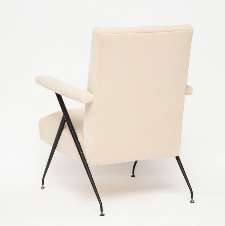 Mid-20th Century Enameled Pair of White Metal Leg Reclining Chairs, Italy, 1950s For Sale